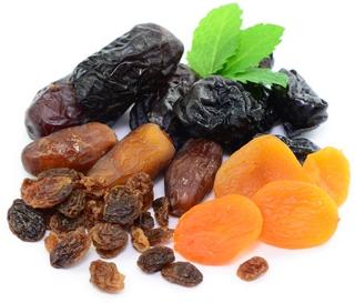 fruits-séchés-bienfaits-avantages-raisins-abricots-bananes-dattes-figues-pruneaux-amandes-noisette-noix-calories-antioxydants