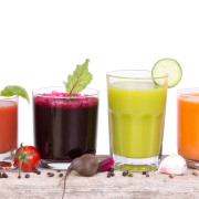 Les jus de légumes et de fruits frais grâce à l'extracteur